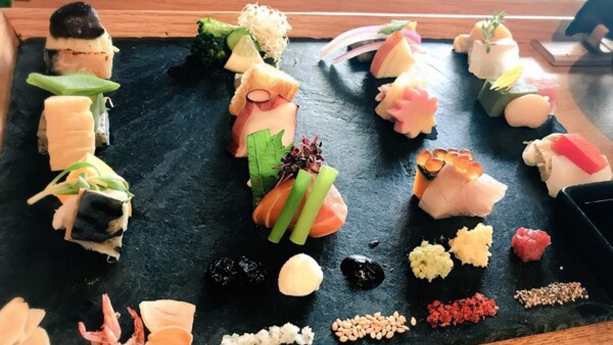 【AWOMB】 予約必須の大人気店。手づくり手織り寿司で楽しくオシャレに♪