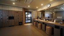 ◆男性大浴場≪天然温泉南部の湯≫ 脱衣所(ロッカー27ヵ所)