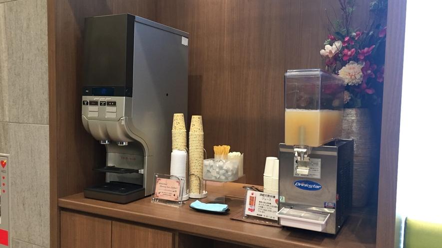 ◆ドリンクコーナー 1階 ホットコーヒー・青森県産100%のりんごジュースをご用意しております♪