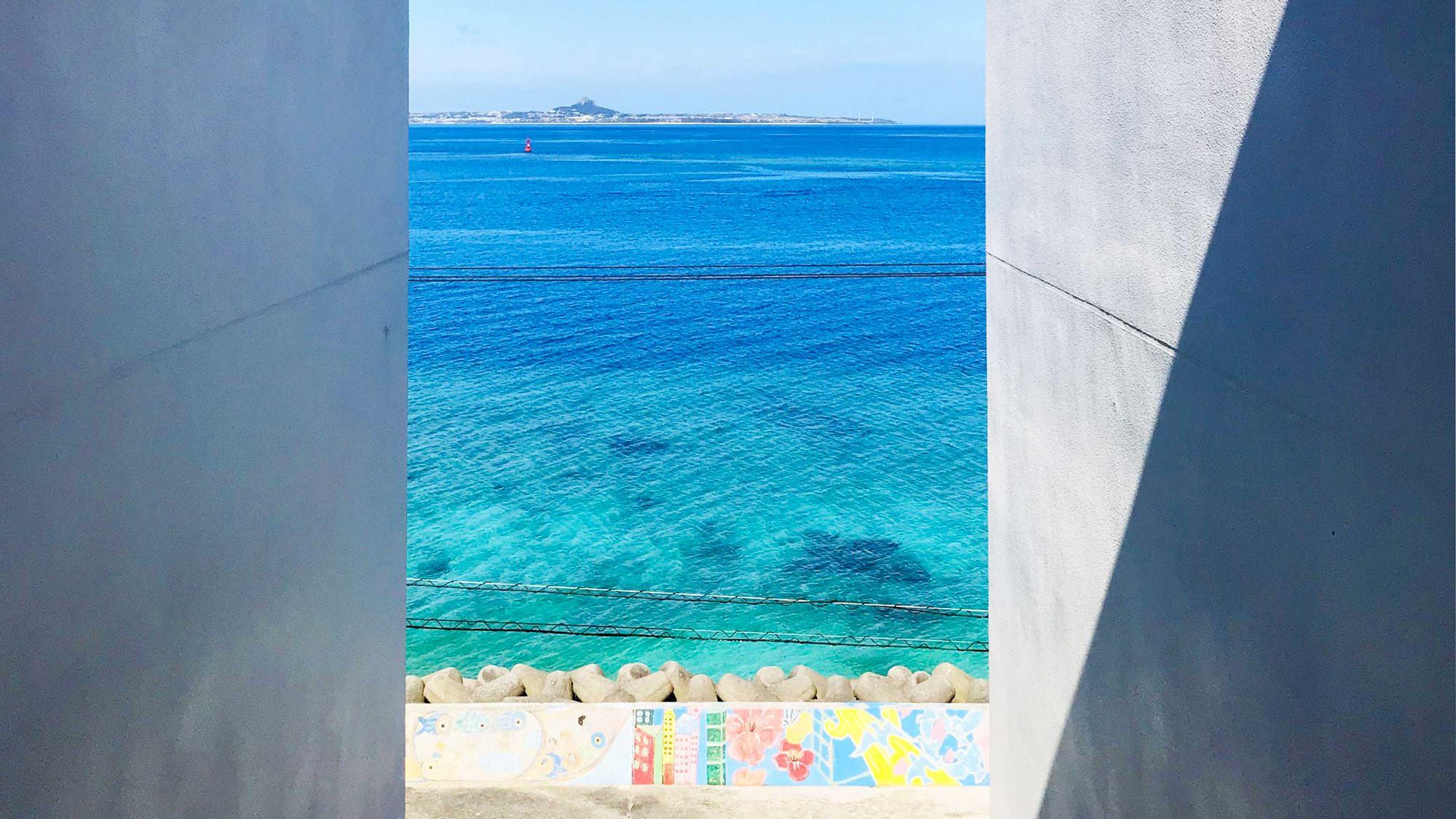 【ホテル階段からのオーシャンビュー】目の前は海♪