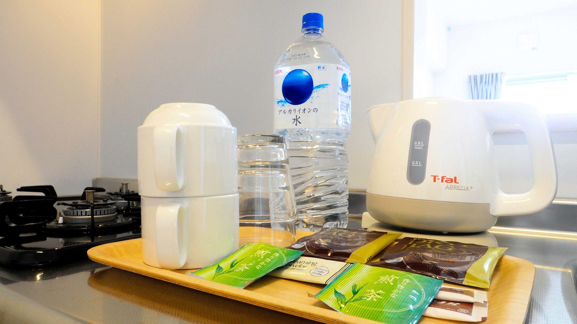 【客室1LDK・2LDK・スイート】お水・お茶・コーヒーなどの無料サービスも備え付け