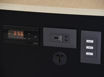 枕元にコンセント、USBもあり使いやすさ抜群!!