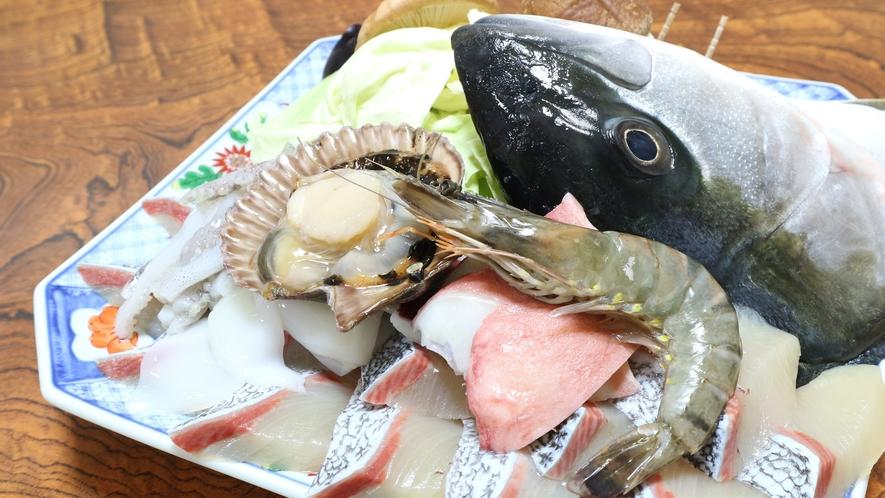 *【夕食一例】石焼きの食材。新鮮な魚介類と季節の野菜