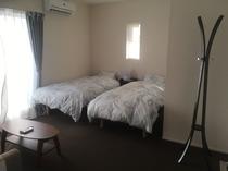 寝室(2階・バルコニー有り)