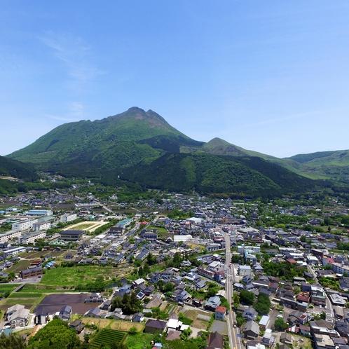 らんぷ宿の上空から由布岳