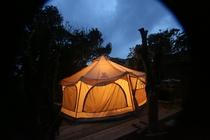 グランピングテント夜の風景