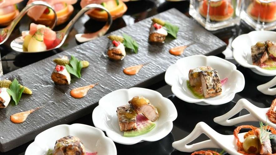 ラウンジ/夜は「佐賀の地酒」と「佐賀産のフィンガーフード」で自分好みの味を発見。
