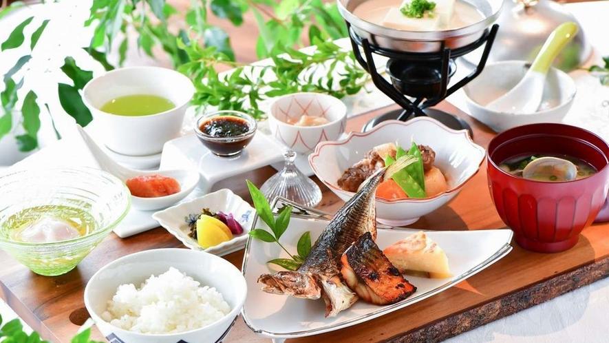朝食/地元佐賀で育ったお米や減農薬で育てられた新鮮な野菜など、世界に誇る佐賀ブランドを食してください