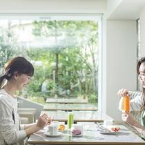 コンチネンタルブレックファースト/ガーデンを眺めながら地元佐賀産にこだわった朝食を満喫。