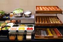 パンはお料理にあわせて、数種類を楽しんでいただけるよう小さめサイズでご提供!