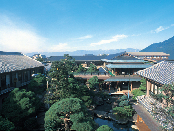 現代造園の粋を凝らして創り上げた壮観な日本庭園