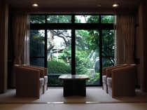 美しい庭園を望む客室例(一間・一例)