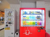 【ロビー】ロビーに設置された自動販売機です。