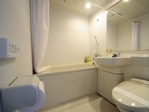 【シングル】ユニットバスでお手洗いは温水シャワー洗浄機付便座です。