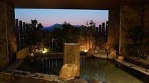 ◆男性露天風呂(夕方) 外の空気に触れながらリフレッシュ♪