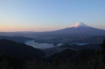 新道峠(芦川村)からの富士山(河口湖、山中湖を望む)