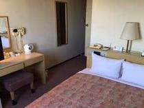 【ダブルルーム】13.4㎡/ベッド幅140㎝全室南向き、1名でも使用可能