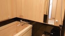 *和室12,5畳(ひのき温泉内風呂付き)当館自慢の清左衛門湯源泉から引いた温泉が直接注がれます。