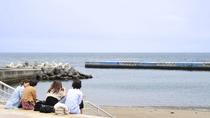 *熱海サンビーチは当館よりたった徒歩3分。夏休み期間は当館でも海グッズを貸出し中です。