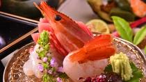 *ご夕食は基本的に13品。いろんなものをちょっとづつ味わえますので、女性や高齢の方に特に好評です。