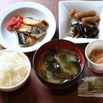 和洋ビュッフェ朝食(和風盛り付け)