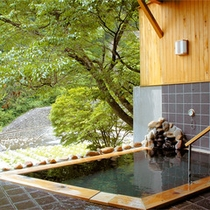 *貸切露天風呂/渓流を望む露天風呂。人の目を気にせずプライベートな時間をご堪能下さい。
