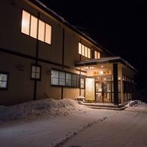 *◆別館◆外観/冬は雪に包まれる自然豊かなロケーション。全て畳敷きの純和風の別館です。
