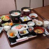 *朝食一例/朝は体にやさしい和食メニューをご用意しております。(※バイキングとなる場合もございます)