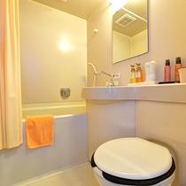 *◇本館◇洋室ファミリールーム/本館の客室バスルームはユニットバスタイプ。