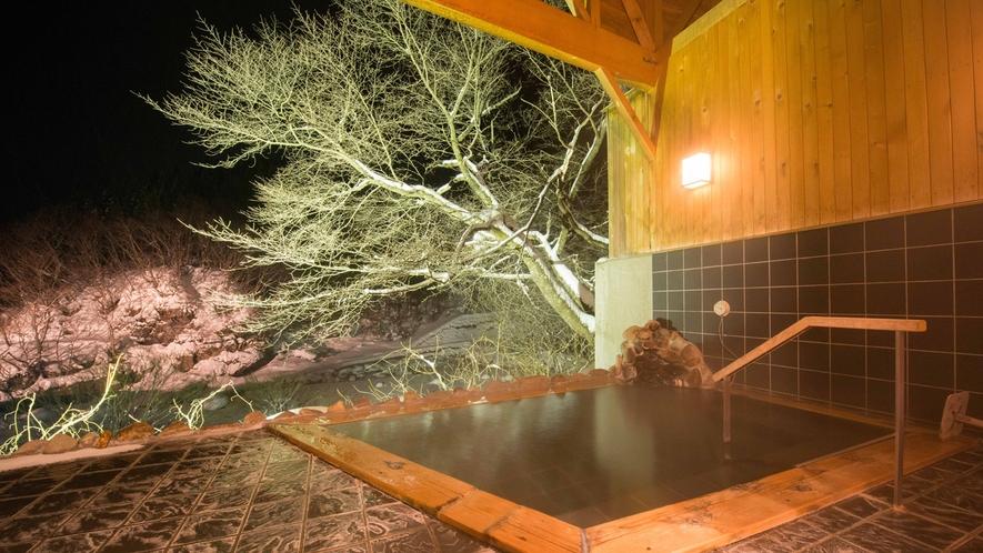 *貸切露天風呂/夜は23時まで、朝は6時から入浴可能。空いていれば何度でもお入り頂けます。