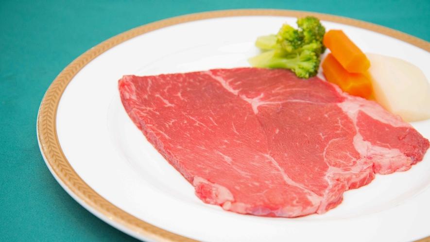 *ワンちゃん専用お食事ステーキ/2,970円お電話にて事前にご予約をお願い致します。