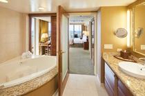 1ベッドルーム オーシャンフロント スイート バスルーム