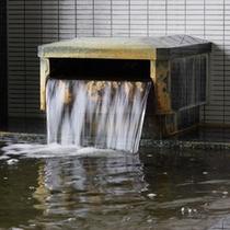 豊富な湯量の温泉