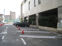 ホテル正面駐車場(宿泊のお客様は予約制)