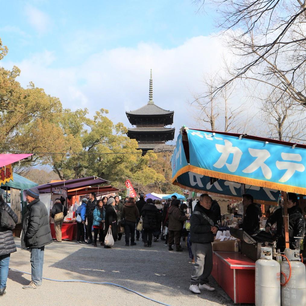 毎月21日に行われる「東寺弘法市」
