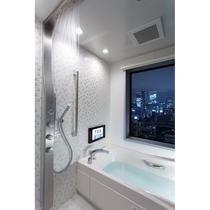 18・19階客室バスルーム_レインシャワーや打たせ湯の機能を備えております ※お部屋によって見え方が