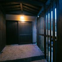 茶寮部屋入り口