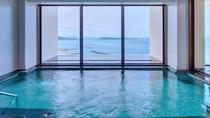【最上階展望大浴場/11階】 屋外風呂付きの展望大浴場。