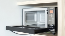 【電子レンジ/イメージ】 全客室のキッチンに完備しております。