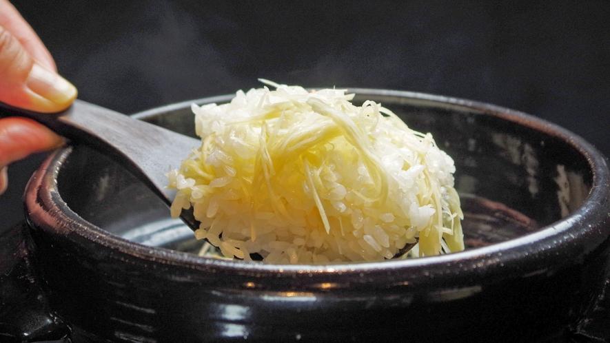**【ご夕食:生姜ご飯(一例)】旬に合わせたご飯をご提供いたします