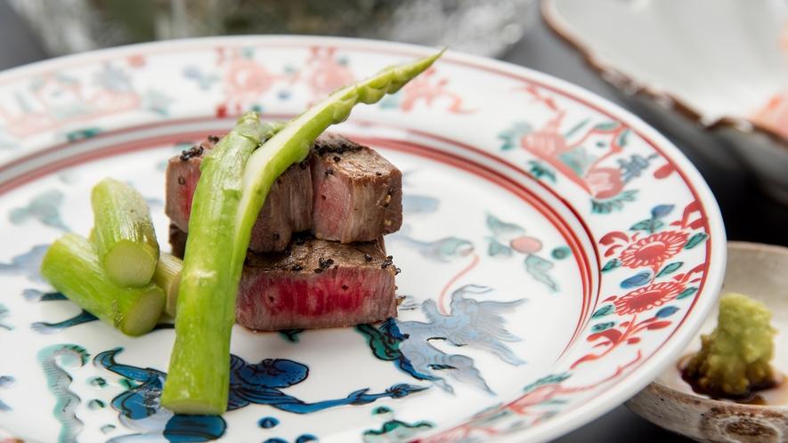 **【夕食(松坂牛)】最高級の牛肉は、旨み広がる美味しさ