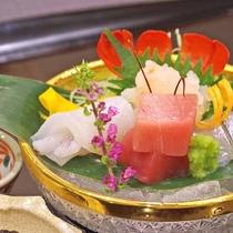 *【ご夕食:お造り(一例)】旬の食材を旬な器で