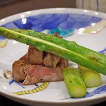 *【ご夕食:焼き物(一例)】旨み広がる和牛のステーキ