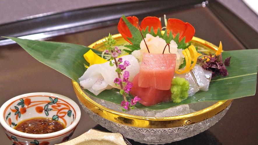 **【ご夕食:お造り(一例)】旬の食材を旬な器で