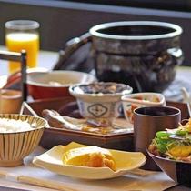 *【ご朝食(一例)】朝に美味しい料理の数々を少しづつ