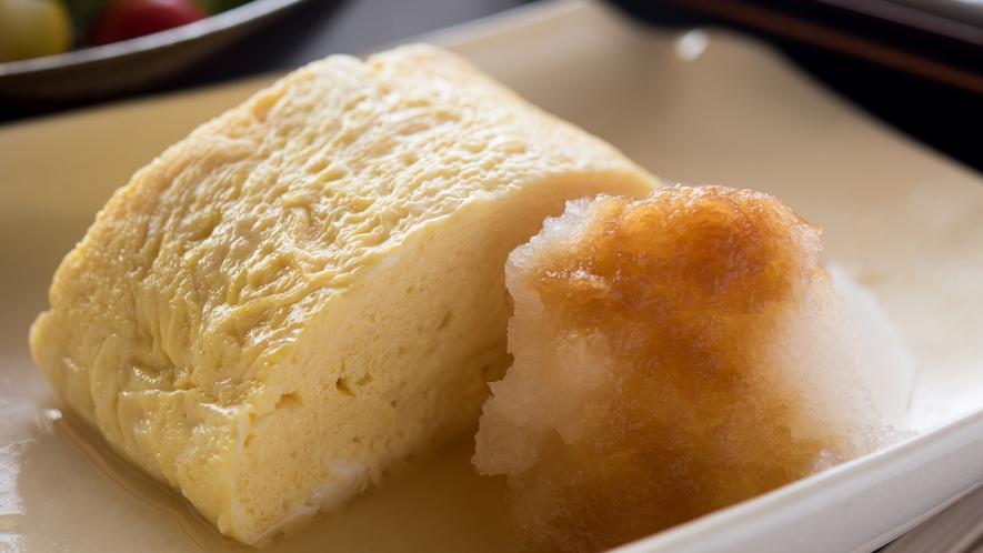 **【朝食(卵焼き)】ふかふかの卵焼きは、温かいうちにお召し上がりいただきたい一品