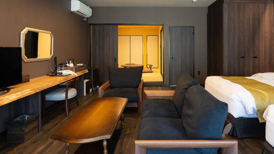 **【かえで(客室 一例)】ブラウンの落ち着いたインテリアが特徴のお部屋です。