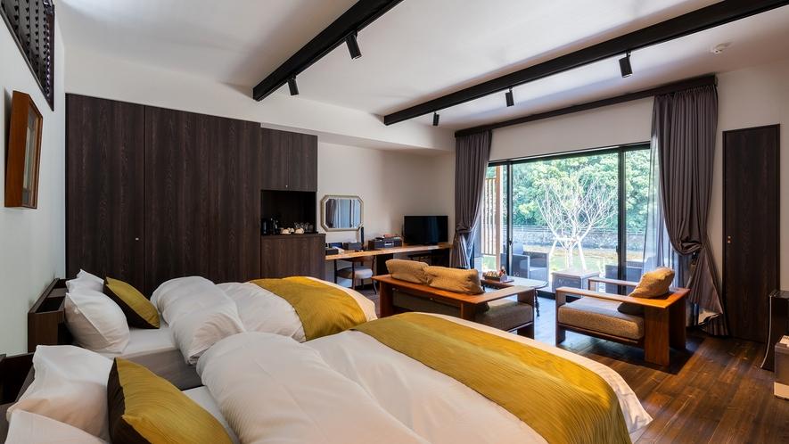 **【とち(客室 一例)】Simmons社製のベッドと和室、名湯・榊原温泉の露天風呂がひとつの棟に。