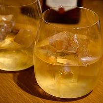 *【ドリンク(ウイスキー)】夜のひとときに、ウイスキーをかたむけて