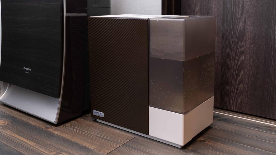 **【客室備品(一例)】各棟に空気清浄機と加湿器をご用意しております。